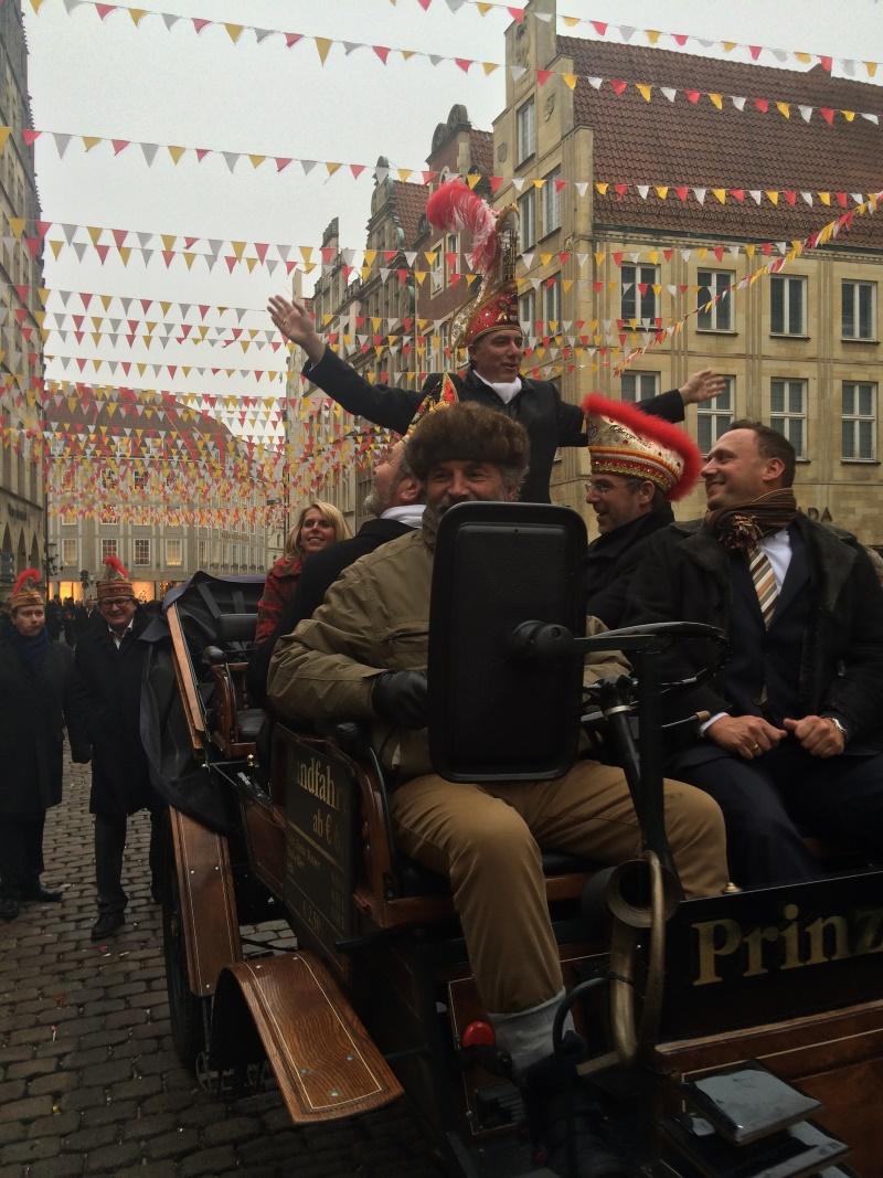 Seine Tollität Prinz Paul I. wird zum Ehrensenator der KG Freudenthal ernannt.