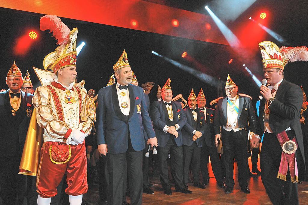 KG Freudenthal überrascht Prinz Karneval mit neuem Outfit